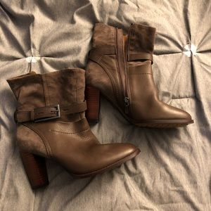 New Clarks leather taupe booties